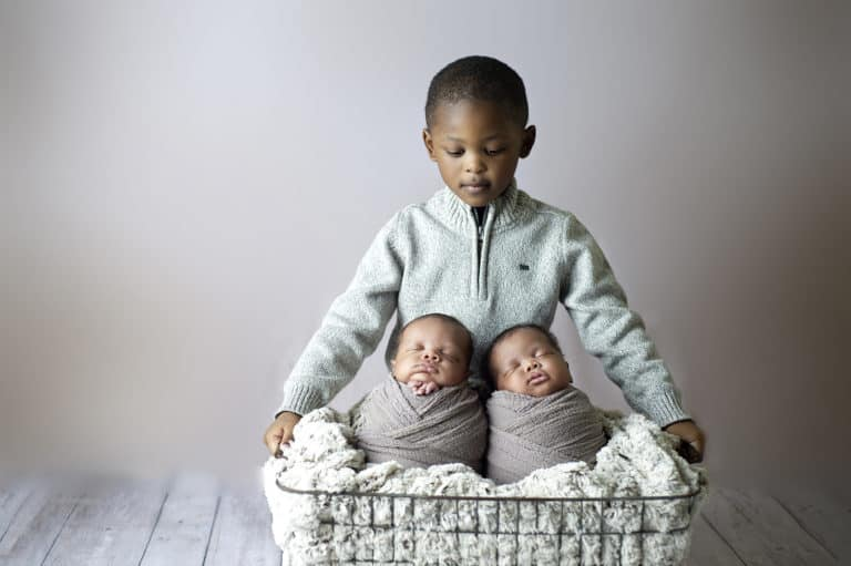 5 Tips for Including Older Siblings in a Newborn Session